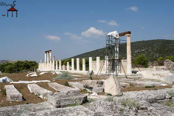 Работы по реконструкции храма IV в. до н.э в Эпидавре, Арголида, Греция